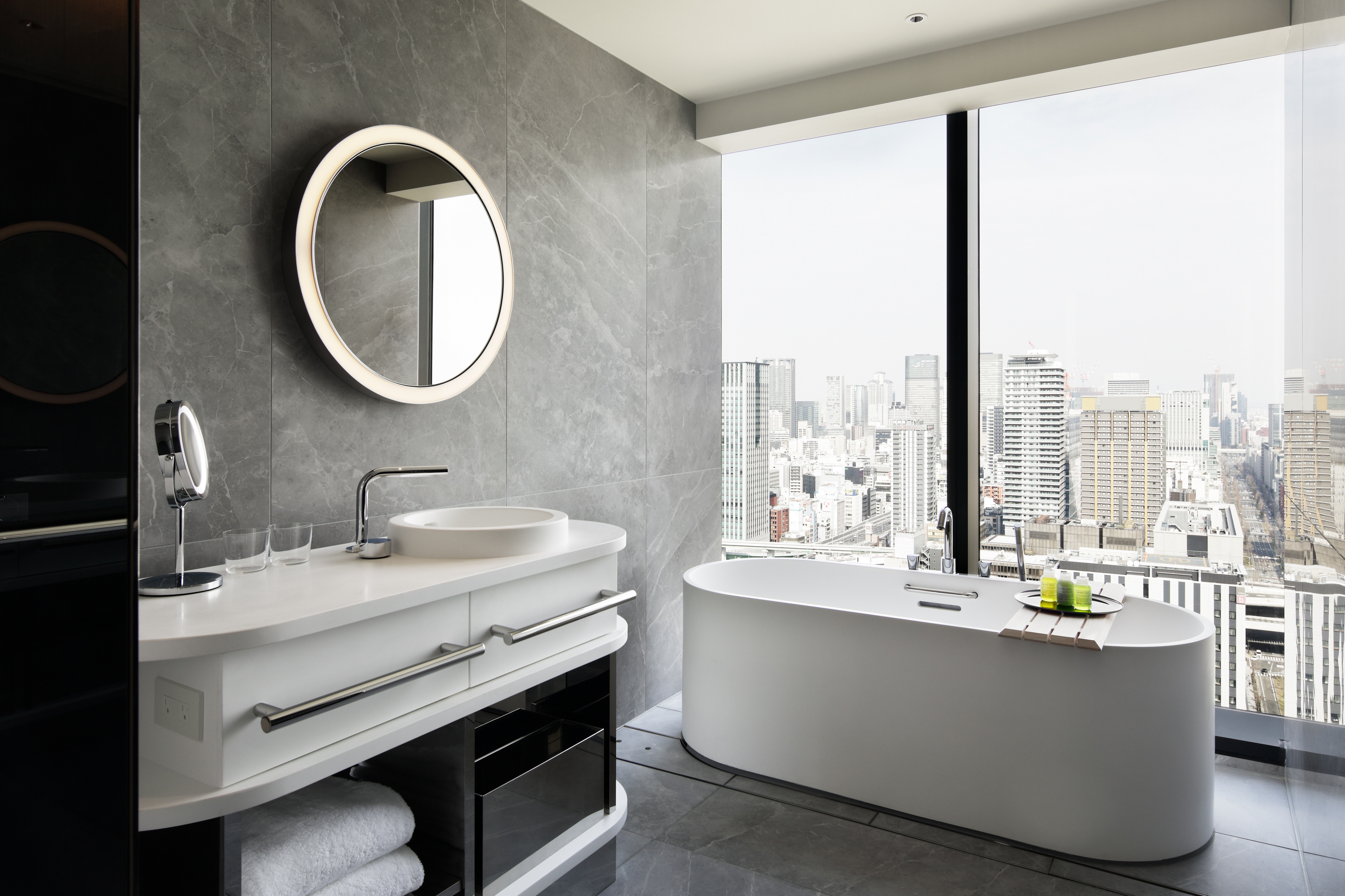 WHO OSAOW Guestroom Spectacular King Bathroom